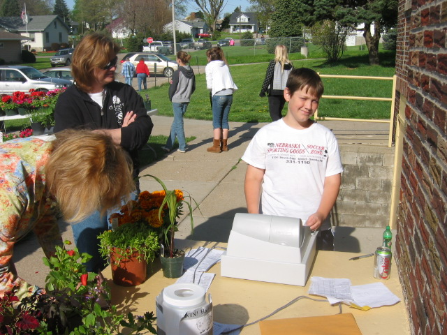 05-02-09_Zack_Rouse_totals_up_a_plant_sale