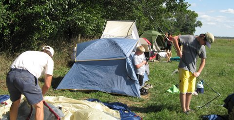 Tents_going_up-1
