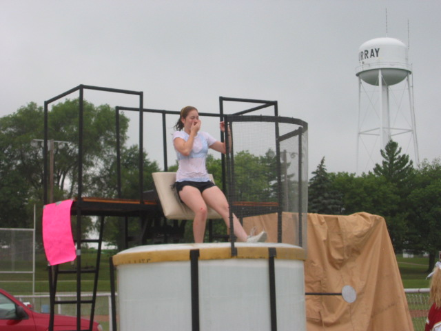 07-04-09_Cheerleaders_Dunk_Tank