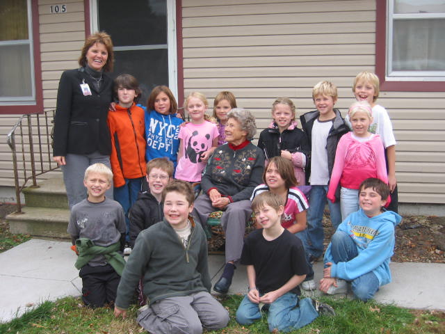 11-12-2009_Margaret_with_Mrs_Myrtue__3rd_graders